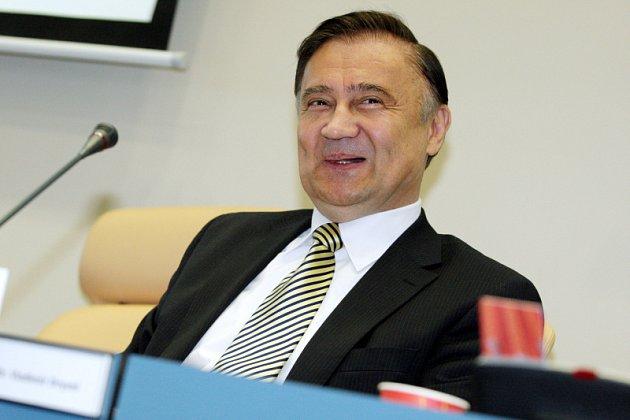 Po dvaasedmdesáti dnech skončilo působení Vladimíra Drymla v Radě Královéhradeckého kraje.