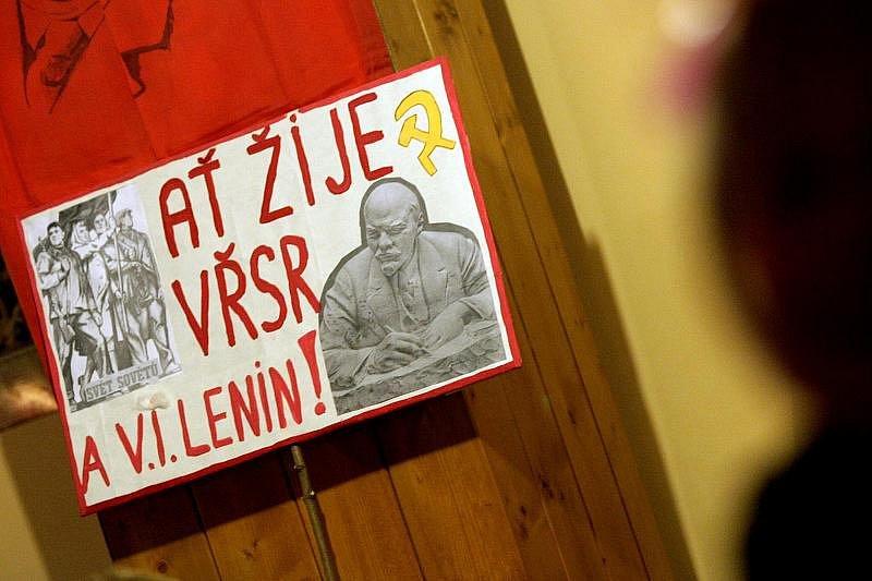 Recese: V hradecké hospodě Pod Strání jste si v sobotu mohli podat ruku s Gorbačovem nebo si zazpívat Kaťušu (6. listopadu 2010).