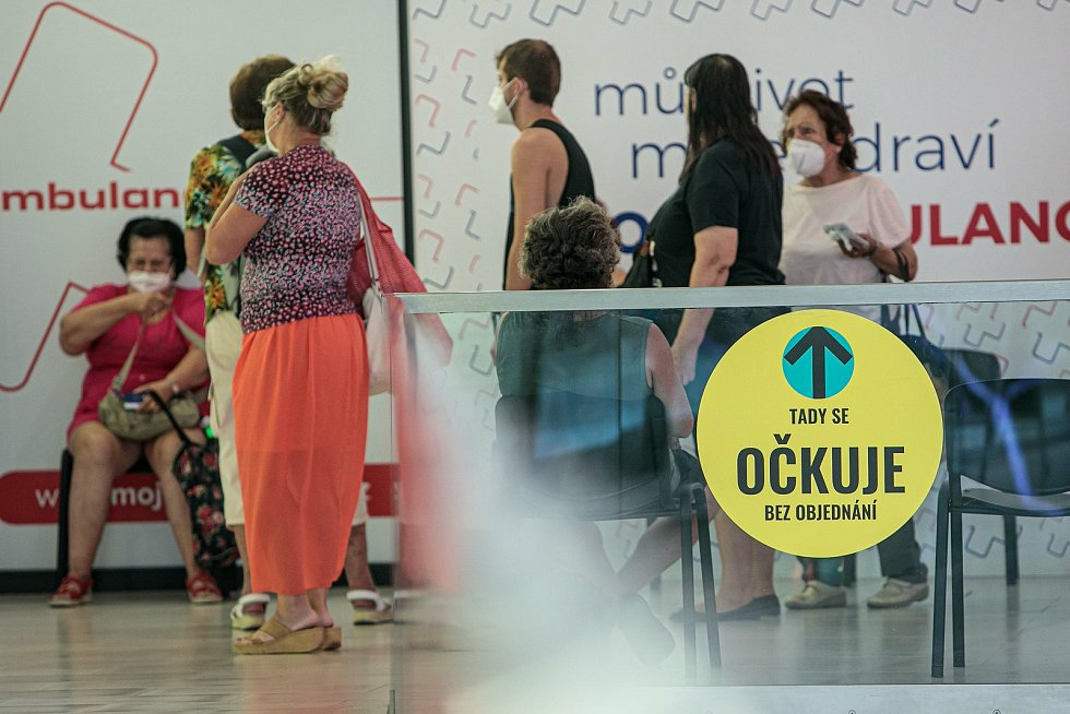Očkovací centrum bez nutnosti registrace je v hradeckém OC Atrium otevřené každý všední den od 13 do 18 hodin.