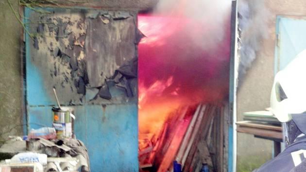 Požár garáže v ulici Brněnská v Hradci Králové.
