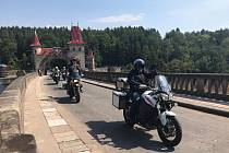 Téměř dvě stovky motorkářek a motorkářů se v sobotu zúčastnily celorepublikové preventivní kampaně Začněme spolu aneb Kolama dolů.