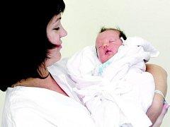 Barbora Hostinská se narodila 8. září v 10.15 hodin. Měřila 51 centimeter a vážila 3,44 kilogramu. S rodiči Andreou a Petrem Hostinskými žije v Jezbořicích. Na sestru se těší také její bratr Matěj
