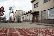 Budova železniční stanice Chlumec nad Cidlinou.