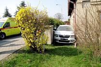 Havárie vozu Škoda Octavia v Blešně.