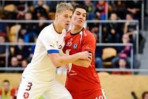 David Drozd (v bílém) v přátelském utkání s futsalisty Grónska v Hradci Králové.