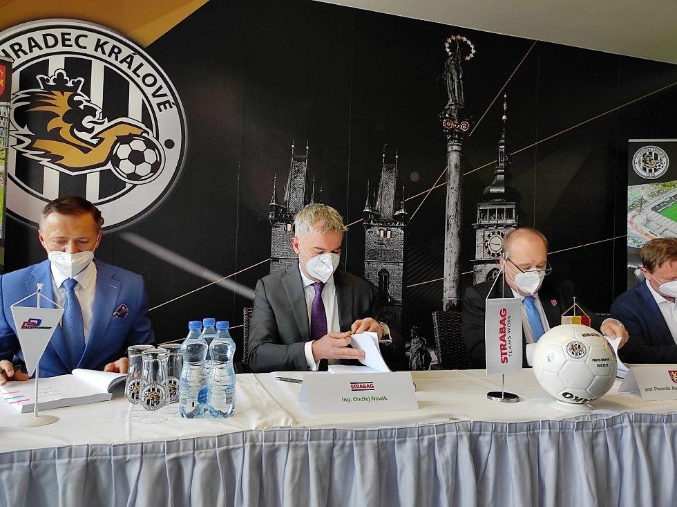 Slavnostní podpis smlouvy o stavbě arény v Malšovicích