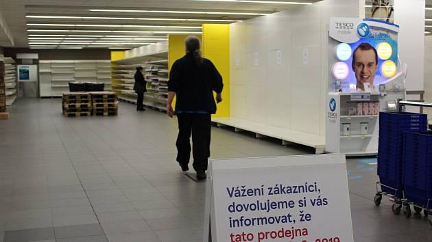 Tesco v centru Hradce se na osm měsíců zavírá.