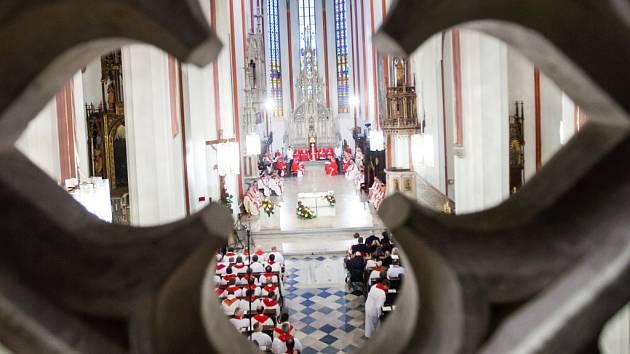 Průměrný věk kněží v diecézi je kolem 55 let. V sobotu v katedrále sv. Ducha přijmou kněžské svěcení tři noví.