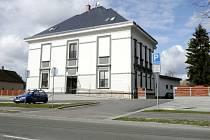 Zrekonstruovaná budova bývalé školy v ulici Jana Černého v hradeckých Věkoších sloužící jako Centrum pro integraci osob se zdravotním postižením.
