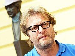 Dramatik a režisér David Drábek.