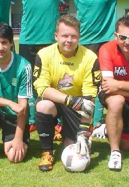 Ve fotbale je Martin Klepl obráncem, ale dokáže zaskočit ivbrance.