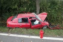 Auto začalo po nehodě hořet, pomohli další řidiči.