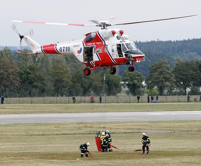 Mezinárodní letecká show CIAF na hradeckém letišti v sobotu 5. srpna 2009.
