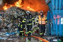 Na Slezském Předměstí hořela hala s odpadem