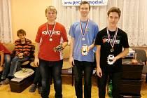 Členové kroužku RC Auta při DDM Třebechovice pod Orebem na závodech Českého poháru v Chebu.