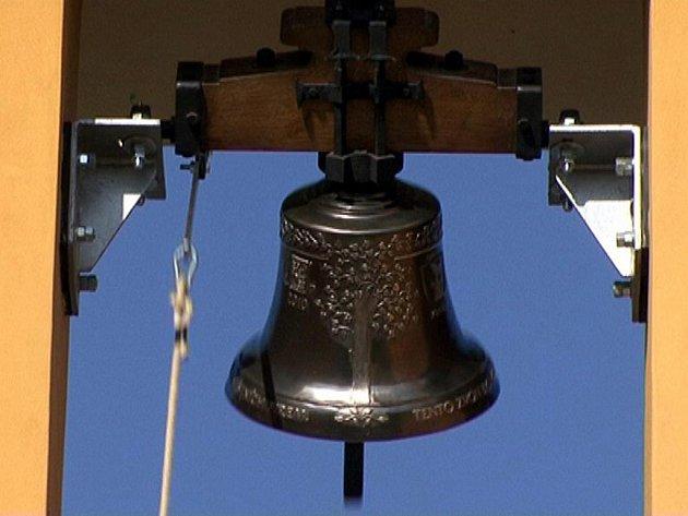 Slavnostní žehnání novému zvonu