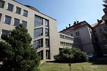 O starou i novou část bývalého ústavu hluchoněmých na Pospíšilově třídě v Hradci Králové je velký zájem. Areál by ráda získala řada vysokých škol, velkých soukromých firem a také úřadů.