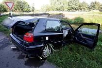 Dopravní nehoda u Vysoké nad Labem, kde utekl řidič od havarovaného vozidla.