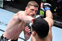 MMA bojovník David Dvořák vyhrál i třetí zápas v UFC