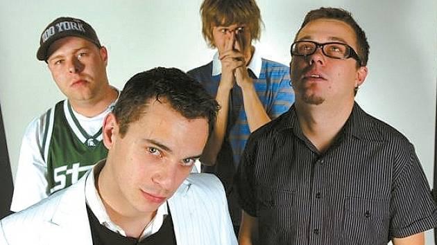 ČTVEŘICE HRADECKÝCH MUZIKANTŮ – dohromady Coolers, jednotliivě (zleva) Jakub Kvasnička, Michal Dvořáček, Vlasta Bucek a Lukáš Chromek.