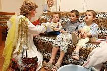 Mikuláš, andel a čert v Dětském domově v Nechanicích.