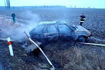 Dopravní nehoda osobního vozidla s následným požárem u Myštěvsi.