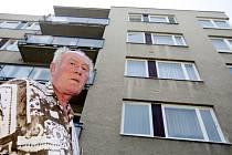 Bohumil Žďárský z Malšovic si za 60 tisíc korun pořídil nová okna a čekal, že poté ušetří za teplo. Spletl se a zaplatil kvůli korekci za teplo o tři tisíce korun víc.