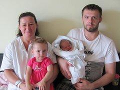 KATEŘINA HRONEŠOVÁ se narodila 18. července v 15.52 hodin. Měřila 51 cm a vážila 3220 g. Potěšila rodiče Zuzanu a Františka Hronešovy z Hradce Králové. Doma se těší sestřička Zuzana.