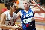 Basketbal žen: Hradecké Lvice x BK CCA Strakonice  - Steffanová Milena a Zmeková.