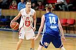 Basketbal žen: Hradecké Lvice x BK CCA Strakonice  - Steffanová Milena a Stará Michaela.