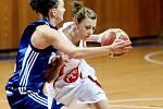 Basketbal žen: Hradecké Lvice x BK CCA Strakonice  -Bartáková Lenka a Náhunková Kateřina.