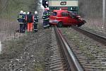 Smrtelná nehoda v Třebechovicích p. O., kde mladá řidička vjela přímo pod jedoucí vlak. 12. dubna 2010.