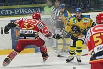 HC Slovan Ústečtí Lvi (žluté dresy) - HC VCES Hradec Králové (1. semifinále - 26. února 2009).