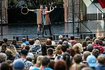 Divadelní festival v Hradci Králové a vystoupení cirku La Putyka