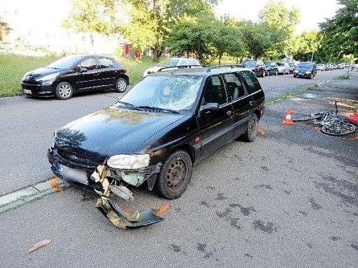 Střet cyklisty s automobilem v hradecké ulici Pod Zámečkem.