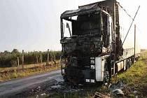 Požárem zničený kamion.