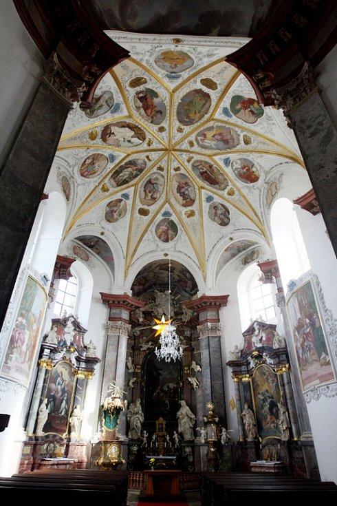 Smiřická kaple a varhany.