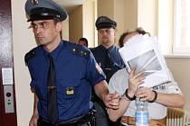 Soud s Jiřím Homolou obviněným z pohlavního zneužívání.