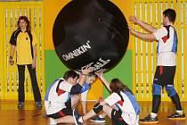 Turnaj základních škol v Kin-ballu v hradecké ZŠ Kukleny.