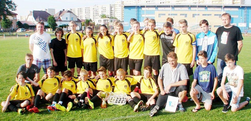 Fotbaloví starší žáci Sokola Třebeš - vítězové Belsport okresního přeboru.