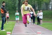 Atletické závody pořádané hradeckým dětským diagnostickým ústavem.