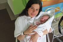 FABIÁN KORČKOVSKÝ se narodila 26. dubna v 4.43 hodin. Svými 49 centimetry a 3270 gramy udělal obrovskou radost mamince Kristině Korčkovské a sestře Jasmíně z Hradce Králové.