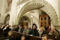 Mše svatá za oběti totalitních režimů v hradecké katedrále sv. Ducha.