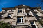 Stará vybydlená budova nedaleko hradeckého vlakového nadraží.