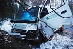 Námraza způsobila v úterý před sedmou hodinou ranní těžkou dopravní nehodu v úseku mezi Krňovicemi a Bělečkem (Hradecko).