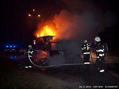 Požár nákladního vozidla převážejícího pečivo na silnici v Třebechovicích pod Orebem - Nepasicích.