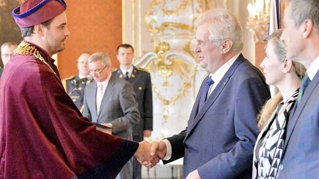 Kamil Kuča jmenován rektorem Univerzity Hradec Králové v podání prezidenta Miloše Zemana.