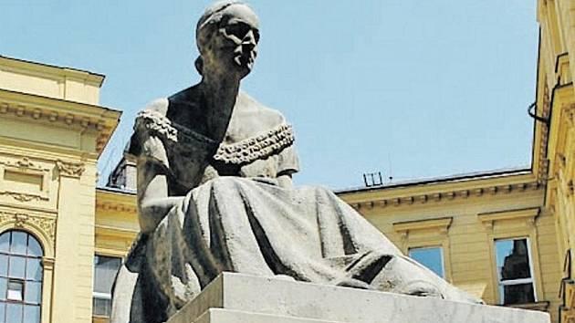 Pomník Boženy Němcové využila i tehdejší garnitura