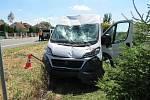 Spící řidič náklaďáku válcoval ploty i zahrádky.