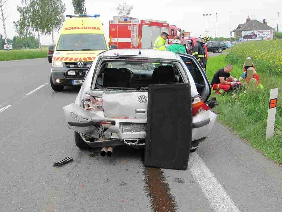 Dopravní nehoda tří osobních vozidel u Holohlav.